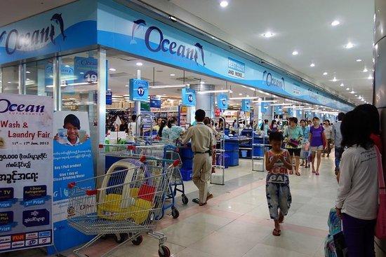 マンダレイ, ミャンマー, 地下には大型スーパー
