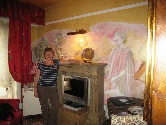 Hotel Gabbia d'Oro : Красивые фрески в номере
