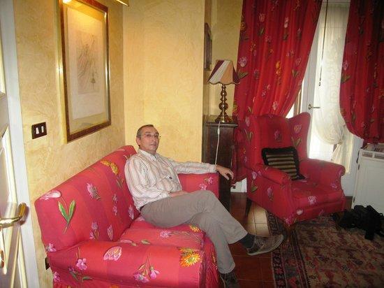 Hotel Gabbia d'Oro : Антикварная мебель