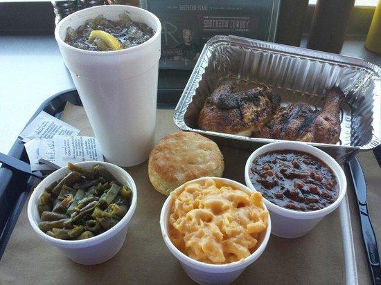 4 Rivers Smokehouse: 1/2 chicken dinner!!