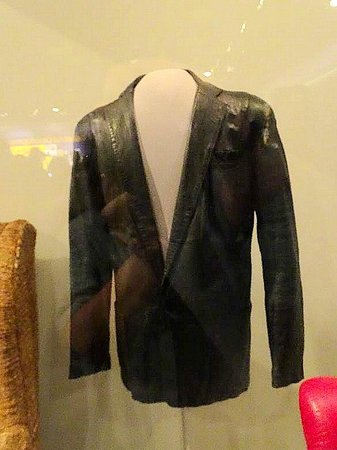Smithsonian Institution Building : bob dylan leather jacket