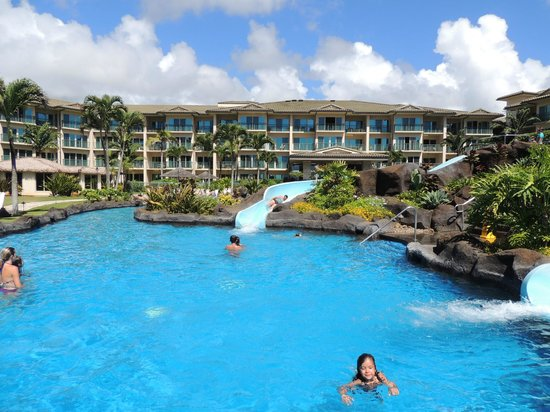 Waipouli Beach Resort : Slides at the pool