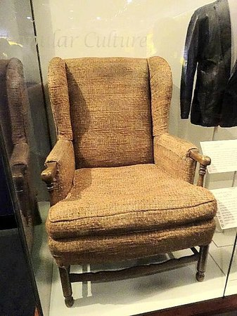 Smithsonian Institution Buidling: archie bunker's chair