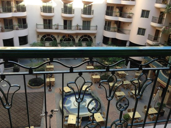 Steigenberger Nile Palace Luxor: View of Courtyard from room 304 balcony