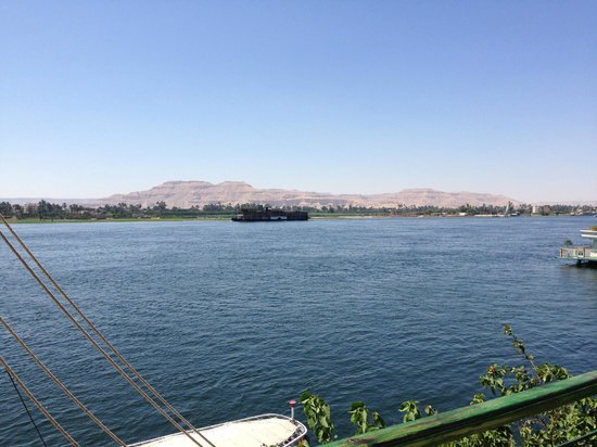 Steigenberger Nile Palace Luxor: View from Pool Area to West Bank