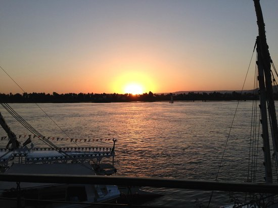 Steigenberger Nile Palace Luxor : Sunset from the Nile Bar