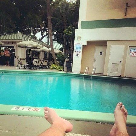 Boca Raton Plaza Hotel and Suites: Relajación asegurada en el PoolDeck