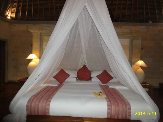 The Royal Pita Maha: Canopy bed