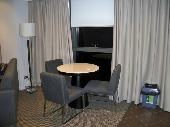 Meriton Serviced Apartments Brisbane on Adelaide Street: dining table in the kitchen
