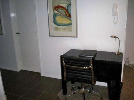 Meriton Serviced Apartments Brisbane on Adelaide Street: convenient desk