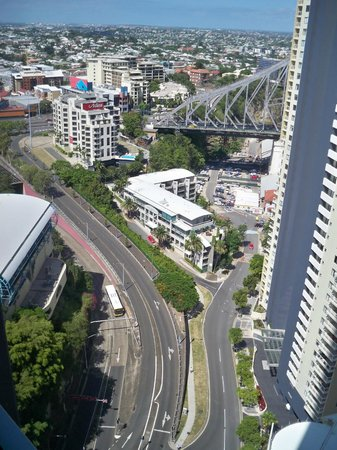 Meriton Suites Adelaide Street, Brisbane: partial view of Story Bridge