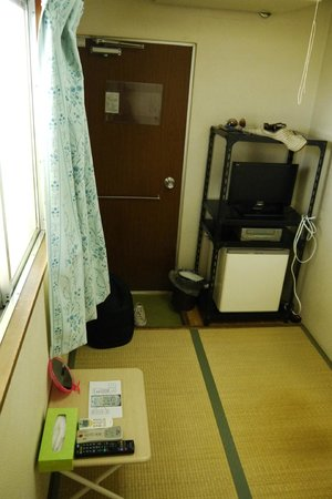 Business Hotel Mikado : Single room (Japanese style) with TV and fridge