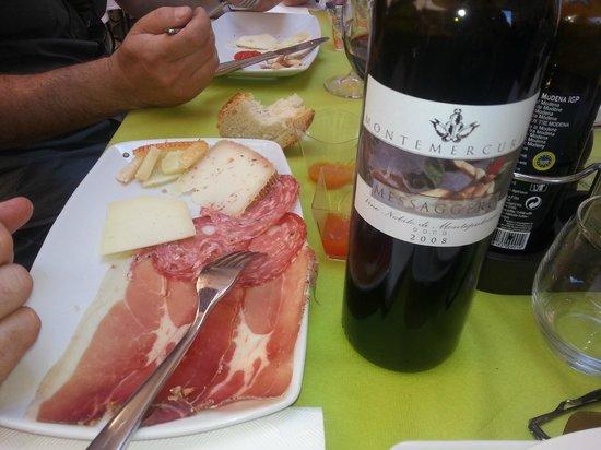 Osteria del Borgo: Formaggi e Salumi, con ottimo vino.