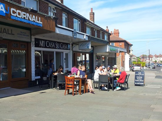 Bispham, UK: Sunny day at an elegant eaterie!