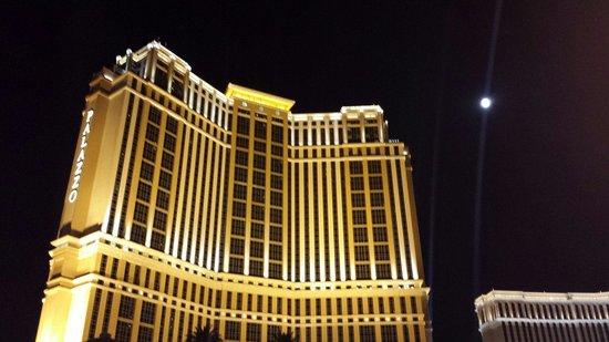 The Palazzo Resort Hotel Casino: Front of hotel