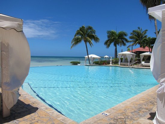 Grand Bahi­a Ocean View Hotel: pool