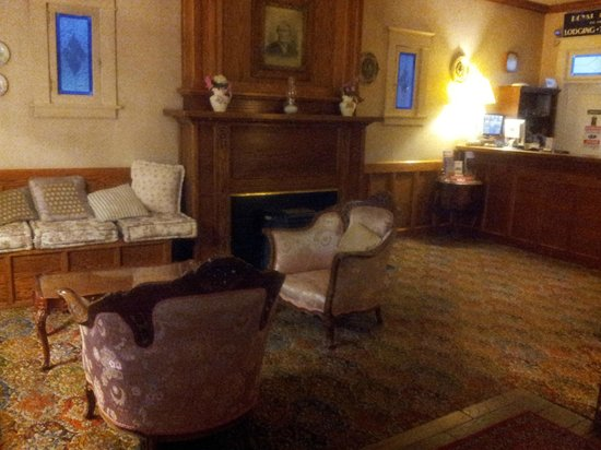 Americas Best Value Inn & Suites - Royal Carriage: Lobby
