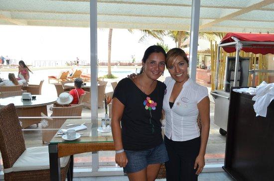 Sunset Royal Cancun Resort: aca con mi amiga Monica una muy linda persona del restaurant Aquario