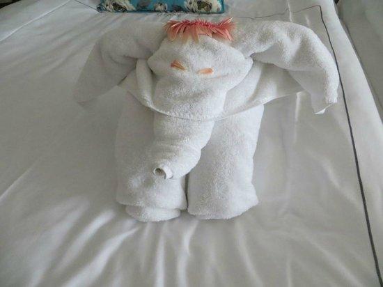 Titanic Deluxe: leuke handdoekjes op het bed