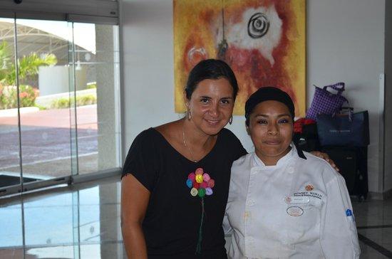 Sunset Royal Cancun Resort: aca con Veronica, exqusitas quesadillas