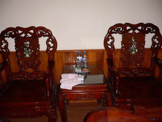 Hanoi Style Hotel: 螺鈿細工の家具