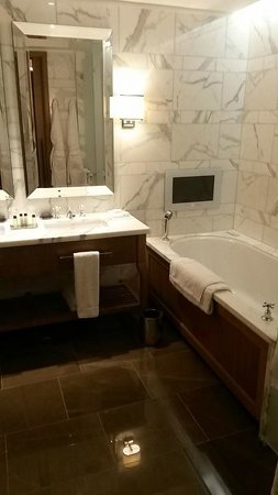 Corinthia Hotel London - Deluxe Room - Bathroom