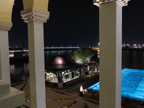 Shangri-La Hotel, Qaryat Al Beri, Abu Dhabi: вид ночью
