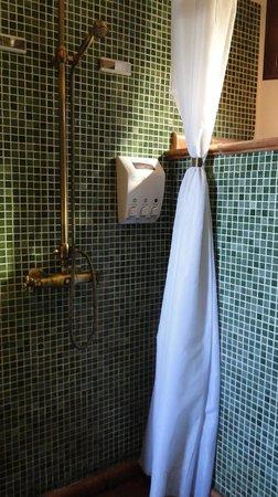 Solar Montes Claros: Bathroom - Fenicia