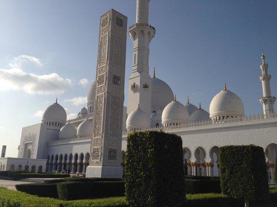 Shangri-La Hotel, Qaryat Al Beri, Abu Dhabi: мечеть
