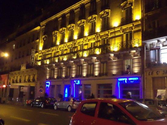 Moderne St-Germain Hotel: La fachada del hotel por la noche