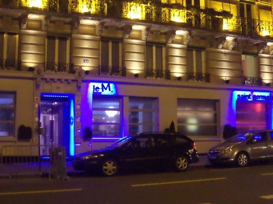 Moderne St-Germain Hotel: Vista de la entrada del hotel por la noche
