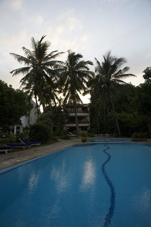 Galu Sea Lodge -Tamani : Pool from the beach side