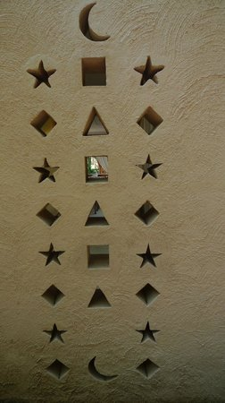Galu Sea Lodge -Tamani : Wall of the Lodge