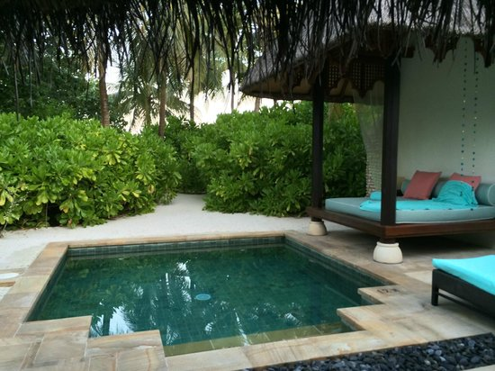 Four Seasons Resort Maldives at Kuda Huraa : Bungalow Pool