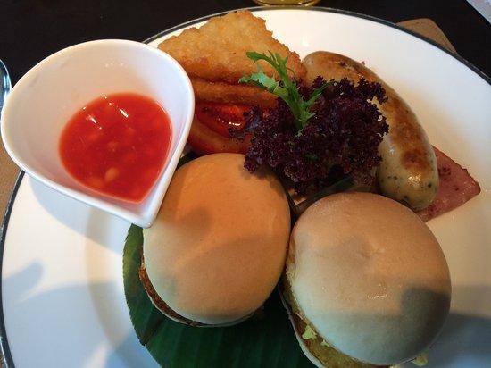 The East Hotel Hangzhou: Continental Frühstück mit Rührei Sandwich