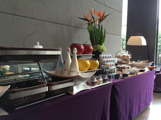 The East Hotel Hangzhou: Frühstücksbüffet
