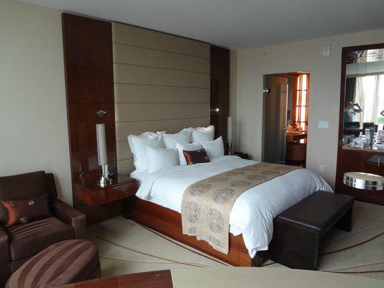 JW Marriott Marquis Miami: Modern spacious room