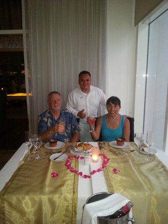 Le Blanc Spa Resort: Delicious surprise dinner offered by Alexander.