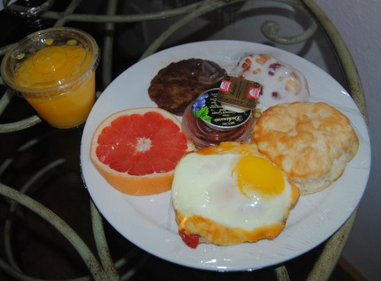Main Street B & B: Breakfast were full--and different each of our two days stay