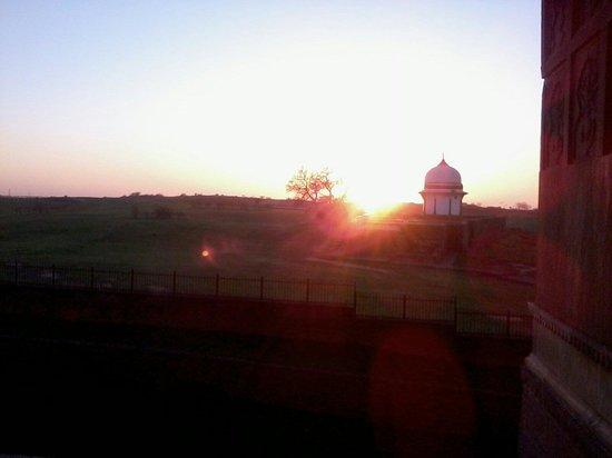Sheikh Chehli Mausoleum: Evening scene at thomb