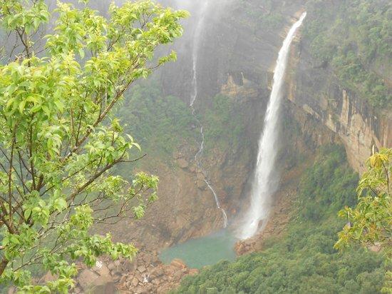 Nohkalikai Falls: beautiful & photogenic water falls