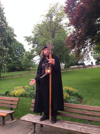 The  Night Watchman Tour: гид в парке