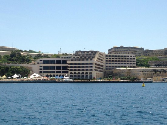 Excelsior Grand Hotel: View of the hotel from the sea