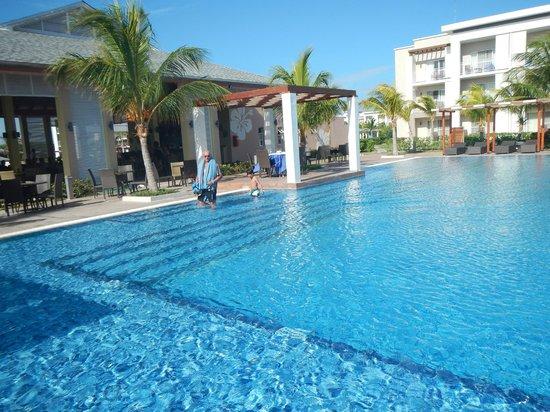 Hotel Playa Cayo Santa Maria : one of many swimming pools