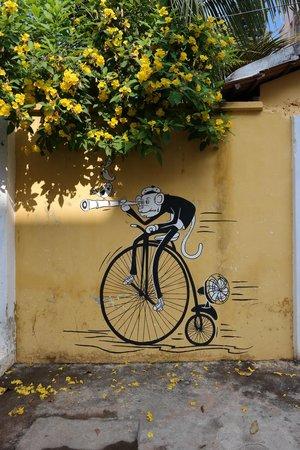Café des Arts : quirky murals