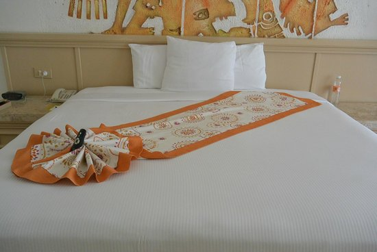 Paradisus Los Cabos : Beautifully decorated bed