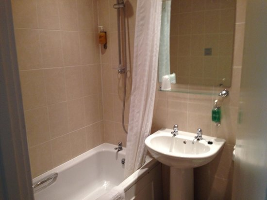 BEST WESTERN Linton Lodge Hotel: Very clean bathroom