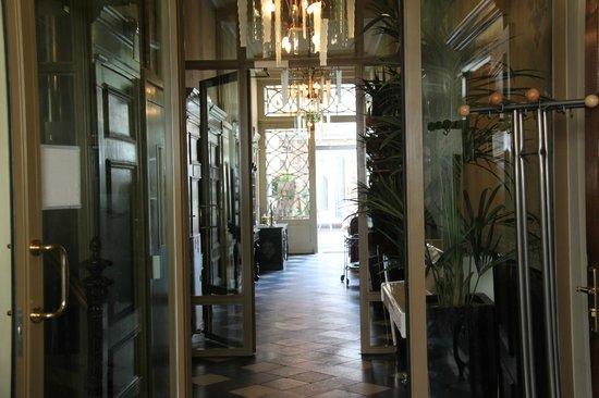 Hotel de Pauwenhof: Entrance