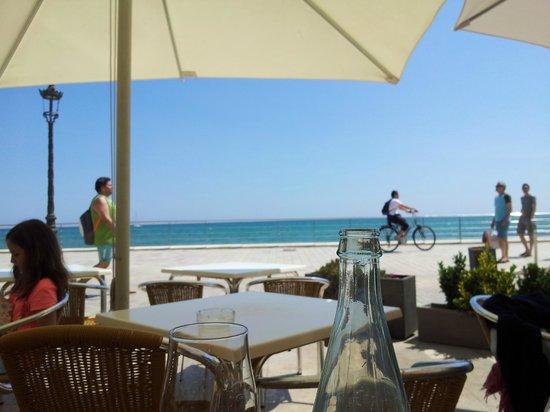 Restaurante Costa Dorada: Vistas desde una de las mesas de la terraza