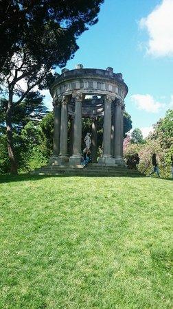 Parque de El Capricho: Estatua Baco